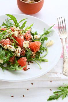 RÓŻOWY GREJPFRUT NA RUKOLI Z SEREM Caprese Salad, Cobb Salad, Food, Dyi, Essen, Meals, Yemek, Insalata Caprese, Eten