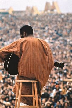 Richie Havens rest in peace......... © Elliott Landy, 1969, Richie Havens at Woodstock (3 Days of Peace & Music) -- MORE PICS & MUSIC OF RICHIE HAVENS HERE: http://blog.burnedshoes.com/tagged/richie+havens