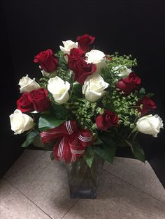 Flower Arrangements, Christmas Wreaths, Floral Wreath, Holiday Decor, Birthday, Flowers, Home Decor, Board, Roses