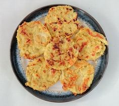 Syn Free Slimming World Hash Browns - Makes 6 - Tastefully Vikkie astuce recette minceur girl world world recipes world snacks Slimming World Hash Brown, Slimming World Dinners, Slimming World Breakfast, Slimming World Recipes Syn Free, Slimming World Chicken Recipes, Slimming Eats, Onion Bhaji Recipes, Syn Free Food, Sliming World