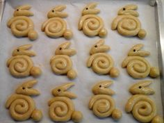 Greek Sweets, Greek Desserts, Greek Recipes, Easter Cookies, Easter Treats, Biscuits, Easter Recipes, Dessert Recipes, Koulourakia Recipe