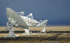 Antenna At The Very Large Array Radio Telescope In Socorro, New ...