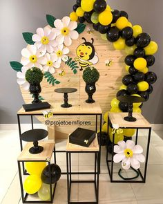 18th Birthday Party Themes, Jungle Theme Birthday, Birthday Party Decorations, Balloon Decorations, Baby Shower Decorations, Winnie The Pooh Decor, Bee Party, Bee Theme, Baby Shower Parties