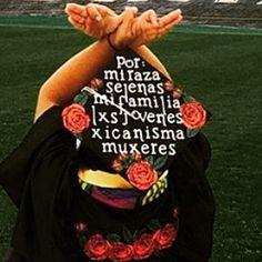 por mi raza #LatinxGradCaps