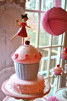 Pinkalicious Birthday Cake - Yes! Love!! I have a large birthday cupcake pan too!