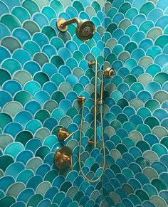 Handmade blue fish scale tile in a beautiful blend of shades transforms this master bathroom into an immersive, mermaid-inspired retreat. Mermaid Tile, Mermaid Bathroom, Best Bathroom Designs, Bathroom Trends, Bathroom Ideas, Small Bathroom Sinks, Master Bathroom, Pool Bathroom, Fish Scale Tile