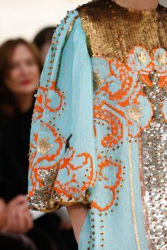 Valentino Spring 2019 Ready-to-Wear Collection - Vogue Look Fashion, Fashion Details, New Fashion, Trendy Fashion, Spring Fashion, Fashion Show, Fashion Outfits, Womens Fashion, Fashion Design