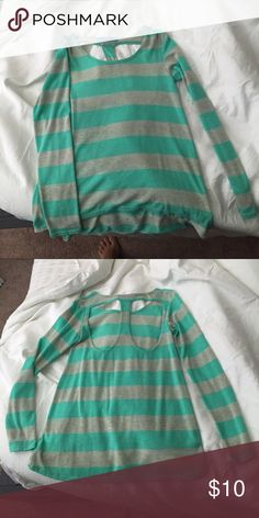 Francesca's sweater Great sweater from Francesca's! High-low hem line Francesca's Collections Sweaters Crew & Scoop Necks