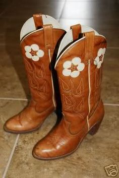 vintage acme boots, Reese Witherspoon wore these in sweet home alabama and Jessica Simpson wore them in dukes of hazzard