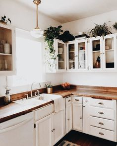 10 Staggering Cool Tips: Kitchen Remodel On A Budget Dark colonial kitchen remodel bedrooms.Old Farmhouse Kitchen Remodel old farmhouse kitchen remodel.Old Farmhouse Kitchen Remodel. New Kitchen, Kitchen Dining, Cheap Kitchen, Awesome Kitchen, Ranch Kitchen, Cozy Kitchen, Kitchen With Plants, Rustic Kitchen, Vintage Kitchen