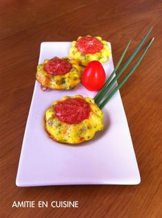 flan macedoine Biscuits, Plastic Cutting Board, Eggs, Breakfast, Kitchen, Food, Kitchens, Recipes, Cookies