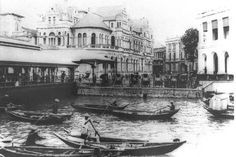 View of Johnstons pier and Hong Kong-Shanghai Bank, 1905. Before the Tanjong Pagar wharves were built in the 1850s, Johnston's Pier was the chief landing place. By the 1930s, the pier was worn out and the government decided to build a new one and name it after Sir Hugh Clifford, Governor of the Straits Settlements between 1927 and 1929. (Text/Wikipedia)