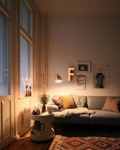 Wie schön ist das Kerzenparadies von Mitglied Hague Blue @lieblingsblicke ? ✨⭐️ Und so perfekt passt es zum ersten #Advent  Wir wünschen euch einen entspannten Sonntag Abend ❤️ #solebich #interior #einrichtung #wohnzimmer #livingroom #candles #ersteradvent #einlichtleinbrennt
