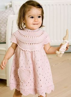Fat strikkepindene og frembring den skønneste kjole til pigen. Baby Knitting Patterns, Crochet Mittens Free Pattern, Crochet Gloves, Crochet Slippers, Knitting For Kids, Crochet For Kids, Baby Patterns, Crochet Baby Toys, Baby Blanket Crochet