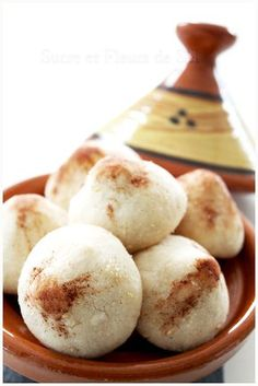 Ces petits fours font partie de la tradition marocaine depuis des dessinés, consommé auparavant par les familles pauvres ou d...