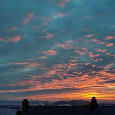 Sunrise over the roof tops of #Falmouth, #lovefalmouth #lovecornwall 📷: @swannvista