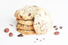 Cookies with almond flour, chocolate and sea salt Almond Flour Cookies, Cocoa Nibs, Paleo Treats, Afternoon Tea, Biscotti, Vegan Vegetarian, Nom Nom, Sweets, Chocolate