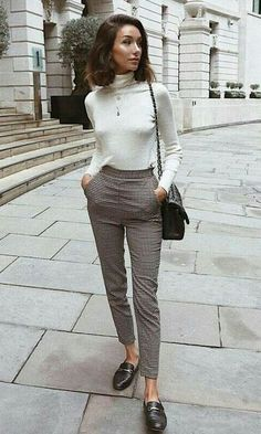 30 Most Comfortable Office Outfits For Carrier Women, Winter Outfits, awesome comfy outfit idea for work / loafers + plaid pants + black bag + white top. Casual Work Outfits, Business Casual Outfits, Office Outfits, Mode Outfits, Work Casual, Fall Outfits, Comfy Work Outfit, Casual Office, Womens Formal Pants Outfits