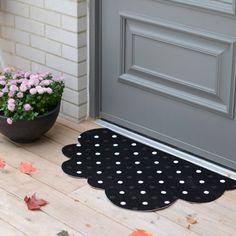 Make this cute cloud door mat in just a few minutes!