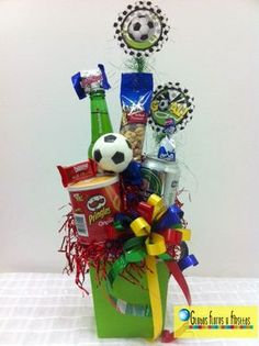 Ancheta de Cervezas Futbol Diy Bouquet, Candy Bouquet, Preschool Coloring Pages, Birthday Bouquet, Alcohol Gifts, Diy Father's Day Gifts, Candy Gifts, Pink Candy, Hostess Gifts