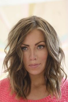 Medium Layered Hairstyle for Long Face