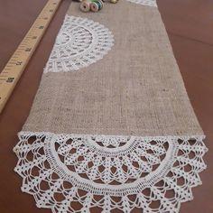 Otantik bir örtü  oldu...nostaljik...🎶🎶🎶🎶#cuval #nostaljii #otantik #diy#geridönüşüm #dantel#doğal #izmir #istanbul#muğla #alaçatı #fethiye… Lace Doilies, Crochet Doilies, Crochet Home, Hand Crochet, Embroidery Patterns, Knitting Patterns, Hessian Table Runner, Fillet Crochet, Crochet Wedding