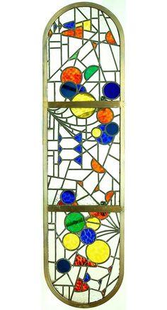 In messing raamwerk gevat glas-in-lood raam ontwerp Cor Alons 1921-'23 uitvoering atelier G van Geldermalsen / Rotterdam deze ramen werden uitgevoerd voor de bar van de Holland America Liner De Nieuw Amsterdam 2 de bar op het schip is ontworpen door Frits Spanjaard en voorzien van glas-in-loodramen van Cor Alons verkocht na de aftersale