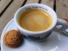 espresso in an Italian cafe. Coffee Break, Coffee Time, Coffee Art, Coffee Shop, Best Espresso, Italian Espresso, Espresso Cups, Espresso Coffee, Italian Cafe