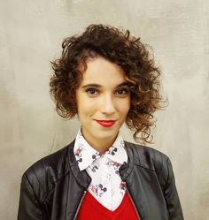 Short+Asymmetrical+Curly+Hairstyle