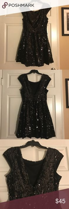 ✨Black Sequined Dress✨ SUPER CUTE! Worn Once! In size 13/14 (juniors) Dresses Midi