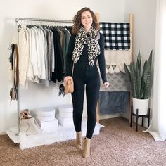 Fall/Winter Date Night Outfits - Capsule Wardrobe Style - Dani Thompson Cute Sweater Outfits, Sweater Fashion, Cute Outfits, Business Casual Womens Fashion, Business Casual Outfits, Winter Date Night Outfits, Fall Outfits, Capsule Outfits, Capsule Wardrobe