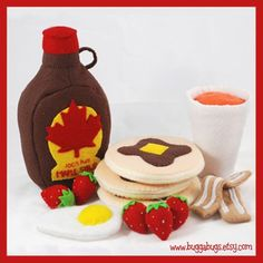 DIY Felt Maple Syrup Bottle + Felt Glass Of Orange Juice + Felt Bacon + Felt Strawberries + Felt Egg + Felt Pancakes #DIY #Sewing #Sew #Toys #FeltFood #PlayFood #Kids