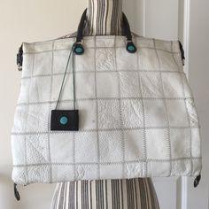 GABS  Messenger Handbag White 3 Strap Messenger zipper bag. In good condition with a few marks. Gabs Bags Crossbody Bags