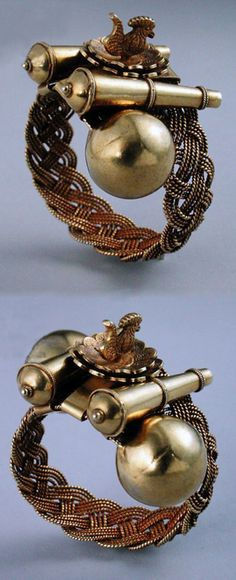 Ghana   Bracelet from the Akan people' gold and silver    Private Collection / Photo © Heini Schneebeli