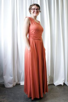 Our Shelly maxi is the Swiss Army Knives of fashion, but slightly less dangerous. Dress it up with a jacket and chandelier earrings, or down with sandals and a canvas shopper. A hidden side panel, just below the bustline, allows breastfeeding and pumping easily. And we've created super convenient side seam pockets.
