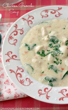 Fluffy clouds of potato gnocchi, tender bites of chicken and fresh spinach swimming in a sea of thick, rich broth. Another restaurant knock-off. Copycat chicken and gnocchi soup similar to the one served at Olive Garden. My Mom is a lady who likes to lunch. With friends. Olive Garden is one of her haunts and …