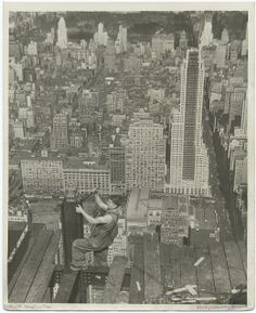 empire state building worker by lewis hine new york city new york 1930 Empire State Building, Harlem Renaissance, Construction Worker, Under Construction, World Trade Center, Photos Du, Old Photos, Vintage Photographs, Vintage Photos