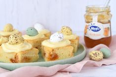 Abrikozen-yoghurtcake met cream cheese frosting - Laura's Bakery Mango Yoghurt, Cream Cheese Frosting, Bakery, Cheesecake, Mini, Recipes, Food, Wraps, Studio