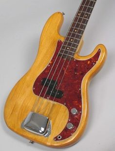Guitars Gibson, Fender, Guild, Martin, Vintage - Gbase for musicians Vintage Bass Guitars, Custom Bass Guitar, Fender Bass Guitar, Fender Guitars, Custom Guitars, Fender Precision Bass, All About That Bass, Guitars For Sale, Beautiful Guitars