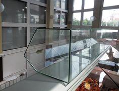 По заказу магазина laquo;Очень вкусная рыбкаraquo; ,  что в г. Раменское laquo;на кругуraquo;, компания AquaHouses изготовила витрины для продажи мелкого сы