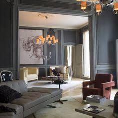 Sans dénaturer l'esprit de cet appartement parisien, Gérard Faivre conjugue ancien et moderne.