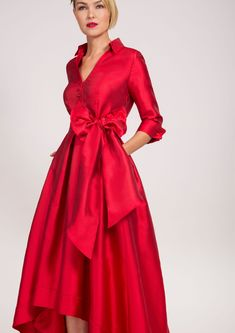 Beautiful Red Dress, perfect for any formal work event. Fervor, New York City, N… Beautiful Red Dress, perfect for any Red Dress Outfit, Party Dress Outfits, Outfit Work, Red Fashion, Couture Fashion, Fashion Dresses, Fashion Fall, Curvy Fashion, Beautiful Red Dresses
