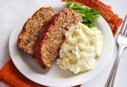 How to Make Meatloaf -- Enjoy Meatloaf Recipes, Beef Recipes, Cooking Recipes, Easy Delicious Recipes, Yummy Food, Leftover Meatloaf, Meatloaf Glaze, How To Make Meatloaf, Confort Food