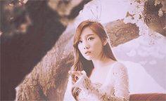 Taeyeon SNSD Girls' Generation Snow White GIF