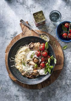 Romige polenta met paddenstoelen, tomaat en burrata met de Original Spices Funghi Trifolati by Jonnie Boer. Paella, Foodies, Side Dishes, Spices, Food And Drink, Gluten Free, Vegetables, Breakfast, Ethnic Recipes