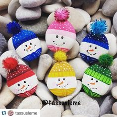 100 creative ideas for stones painted in Christmas mood! - Heart - 100 creative ideas for stones painted in Christmas mood! Stone Crafts, Rock Crafts, Diy And Crafts, Crafts For Kids, Recycled Crafts, Pebble Painting, Stone Painting, Snowman Crafts, Holiday Crafts