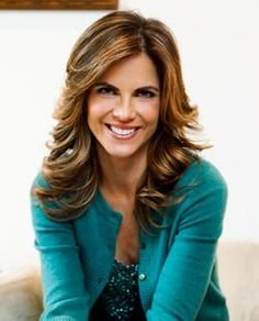 Natalie Morales Joins Latina Magazine As Columnist Natalie Morales, Great Hairstyles, Hairstyles Haircuts, Layered Hairstyles, Dresses For Apple Shape, Long Layered Hair, Good Hair Day, Hair Today, Pretty Face