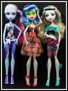 Monster High Skull Shores - Abbey, Ghoulia and Lagoona. Superhero Birthday Cake, Star Wars Birthday, Birthday Cake Girls, Birthday Cakes, Monster High Cakes, Custom Monster High Dolls, Monster High Characters, Batman Cakes, Love Monster