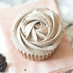 Oreo Cupcakes with Oreo Buttercream Frosting. A super easy recipe for the best cupcakes in the world EVER