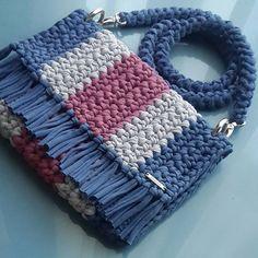 Marvelous Crochet A Shell Stitch Purse Bag Ideas. Wonderful Crochet A Shell Stitch Purse Bag Ideas. Diy Crochet Bag, Crochet Backpack, Crochet Clutch, Crochet Handbags, Crochet Purses, Crochet Baby, Free Crochet, Knit Crochet, Crochet Shoulder Bags